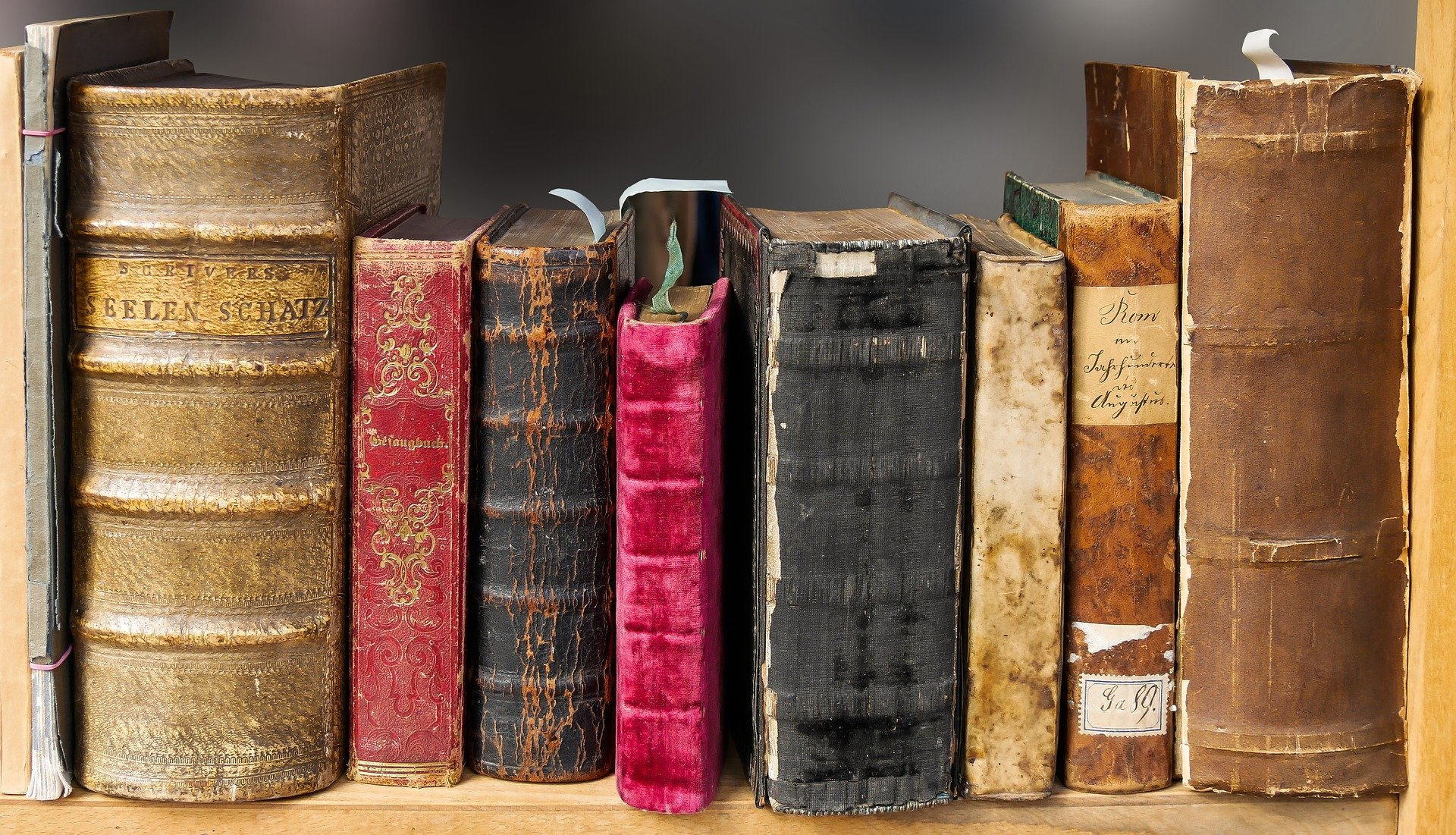 How Books Filled Space For The Infinite Scroll